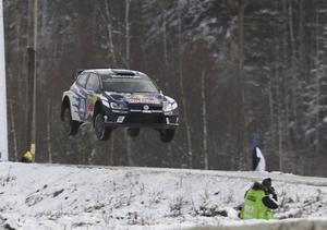 Sébastien Ogier och Julien Ingrassia, Frankrike, VW Polo WRC, flyger fram mot segern då Svenska Rallyt avslutades på söndagen.