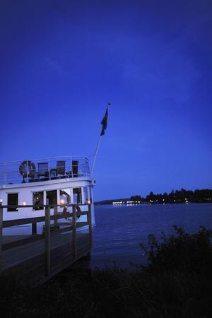 Många njöt av lyskvällen från ångbåtens däck.