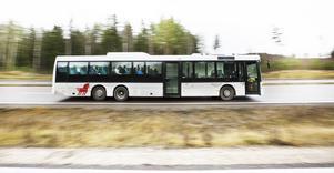 Landsvägsbussar trafikerar Falun-Borlänge var tionde minut, men hållplatser saknas i Borlänge, skriver insändarskribenten. Foto: Staffan Björklund