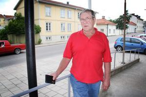 Sture Stål, 77, fick tillbaka sin plånbok med viktiga kort och flera tusen kronor i, efter att ha lagt den på bakluckan och åkt iväg.