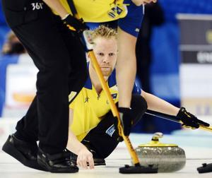 Niklas Edin och hans lag hade en lätt resa under måndagen, ett orutinerat Frankrike blev ingen match och svenskarna kunde vinna med klara 6-2.