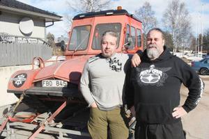 Mikael Lindberg och Isak Fors på väg upp till Ljungdalen för att köra Snow Trac på fjället tillsammans med andra entusiaster.