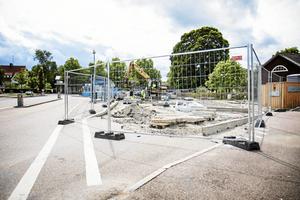 Busstorget i Norberg i somras då ombyggnaden pågick som bäst. Snart är det klart och invigningen sker på måndag