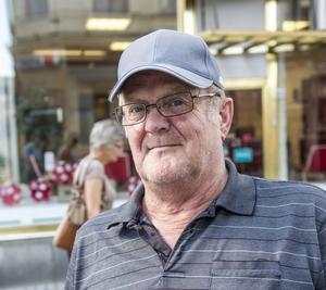 Bernt-Olof Lundgren, Örnsköldsvik:– Jag gör som vanligt, tar långpromenader i solen. Det är nästan för varmt.
