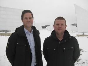 Nöjda delägare. Christian Tapper, till vänster, och Tommy Dahlström, båda delägare i Kraftpojkarna, ser en gigantiska potential i solcellsproducerad el.Foto: Håkan Slagbrand