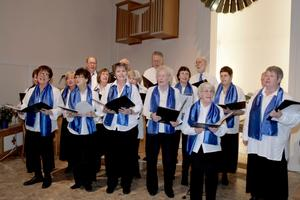 Lenakören gav en stämningsfull och härlig jubileumskonsert i Tallbackskyrkan.