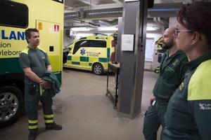 Med ambulanssjuksköterskorna Stefan Käll och Christer Martinsen och narkossjuksköterskan Birgitta Brandebo försvinner mycket kompetens och över 50 års erfarenhet från ambulansen i Sandviken.