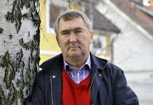 Lars-Erik Kalles lägger den största ansvarsbördan på kommunalrådet Annette Riesbeck.