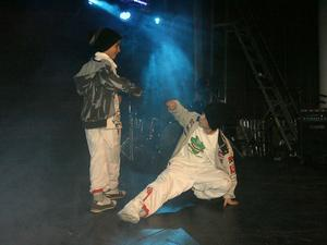 Mohammad Murad och Iclam Amkhadou breakdancade under namnet Supercrew AB på Scen Norrtull under tisdagskvällen.