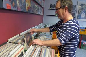 Bob Dylan-feber råder i Gävles skivbutiker efter Nobelprisutnämnandet. Hasse Fröberg, Söders Skiv- och Prylbörs har bara två lp kvar vid vårt besök.