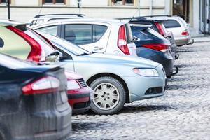 I höst vill kommunen komma bort från extrakostnader när man betalar parkering med mobilen.