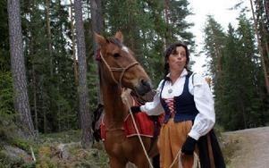 Karin Gustafsson i Flodadräkt och