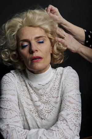 Folkteaterns Alexandra Zetterberg Ehn stajlad till sin mormor Margit.
