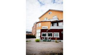 Samhällsbyggnadsnämndens ordförande Sören Finnström (S) ser fram emot rivning av bland annat restauranghuset vid Valhallavägen. Foto: Maria Hansson/Arkiv/DT