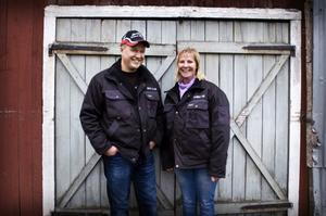 Håkan och René Stenklyft från Ramsele är två av Västernorrlands allt färre köttproducenter. Den ökande importen av nötkött håller på att slå ut lantbruket på bred front eftersom det svenska köttet till största delen kommer från slaktade mjölkkor. Sveriges självförsörjningsgrad sjunker stadigt och öppna landskap kan snart vara ett minne blott. Själva äger paret Stenklyft tre hektar mark – men brukar 140.