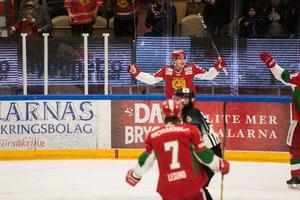 Henrik Eriksson har inte varit lika poängstark i Hockeyallsvenskan som klubben J20 – nu lånas han ut.