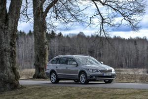 Alldrive-versionen av nya Skoda Superb ska främst utmana Volvo XC70 och inte de egna skogsmullekusinerna inom VW-koncernen. Rymligare, bränslesnålare och betydligt billigare än Volvon.