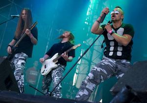 Insändarskribenterna gör kopplingar mellan militären i Israel och rockbandet Sabaton från Falun.