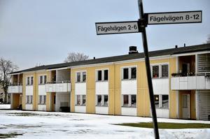 Totalrustas. Askersunds bostäder AB planerar att totalrenovera 76 lägenheter på Fågelvägen. Om upprustningen kommer i gång hösten 2014 som det är tänkt får hyresgästerna flytta till andra boenden. Foto: Göran Kempe