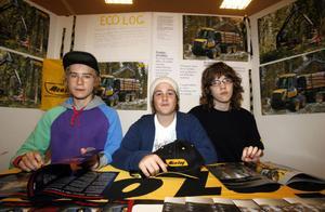 8. Albin Eklund, Jonas Renngård och Olle Dillström har hjälpt till på godsmottagningen på Eco Log.
