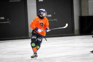 Oskar Westh är en av flera unga spelare som i år fått chansen att spela a-lagsbandy i Bollnäs.