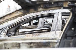 De fyra bilarna som påverkades av branden stod alla bredvid varandra på parkeringen.