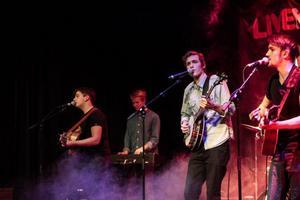 Bandet Morning Glory spelade folkrock och fick med sig publiken.