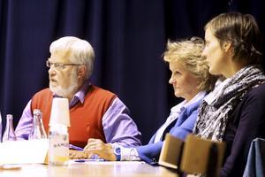 Vill låta skolorna styra själva. Staffan Korsgren (FP), Calill Ohlson (M) och Caroline Dieker (M) var överens om att skolorna bör ha större självständighet gentemot politikerna i barn- och utbildningsnämnden. BILD: JESSICA UHLIN