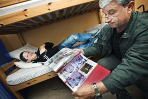 Ardian har utvecklats mycket under tiden i Sverige.  I Kosovo finns inte samma vårdmöjligheter.