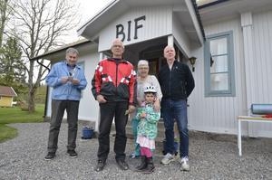 Ivan Hansen, Bosse Karlsson, Majlis Hansen, Ingrid Lejtorp och Stig Brännström var några av de som deltog vid Valborgsfirandet i Brotorp.
