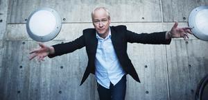 Robert Gustafsson berättar att Thomas Deutgen ska agera konferencier på Rolandz turné.