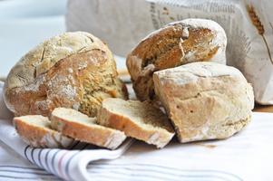 Att baka kalljästa bröd är ett förträffligt sätt att låta tiden jobba på din egen sida - för en gångs skull.