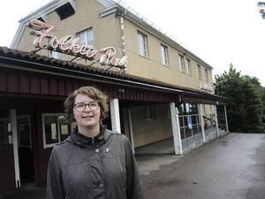 Nya landstingsrådet Elin Norén menar att en folkomröstning om storregioner är fel väg att gå. De folkvalda  i riksdagen har ansvaret att besluta om det, menar hon.