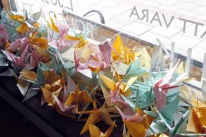 Vikta japanska papperstranor för fred.