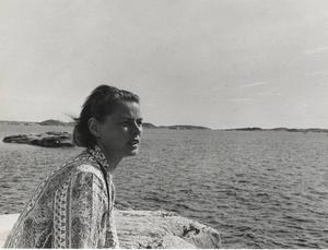 Med anledning av att Ingrid Bergman skulle ha fyllt 100 år senare i år ställer Bohusläns museum ut fotografier från ett av hennes besök i Fjällbaka.