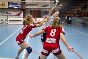 Bra skytte. Lina A Karlsson gjorde nio mål när VästeråsIrsta vann mot bottenlaget Höör med 29–22. Foto: Rune Jensen