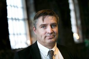 Kommunalrådet Lars Isacsson (S) (bilden) framstår som ett inspirerande, politiskt föredöme för sitt parti även på riksnivå, framhåller krönikören Henrik Johansson.