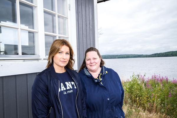 Systrarna Johanna Rask och Jessika Liik längtar tills  stugan är färdig. Ibland åker de hit och badar men än går det inte att sova över eller laga mat.