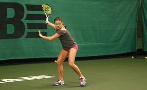 Jennifer Jussi jagar sina första WTA–poäng.