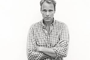 Författaren Jonas Bonnier skriver stiligt om fäder i ny roman.