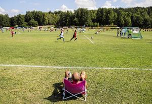 Fler borde ta efter det förhållningssätt som fotbollsföräldern på bilden har.