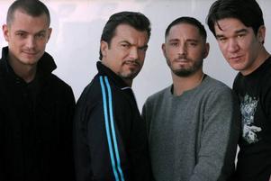 """""""Snabba Cash""""-regissören Daniel Espinosa (längst till höger) bredvid filmens huvudrollsinnehavare Joel Kinnaman, Dragomir Mrsic och Matias Padin Varela."""