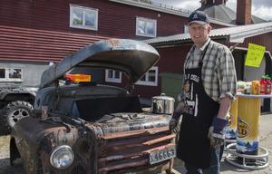 Peter Embretsen har Viksjöfors häftigaste grill.