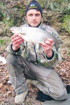 MÅNGA STORVIMMOR. Henrik Eriksson har under årens lopp tagit en hel del stora vimmor och på bilden stoltserar han med sin största, hela 1,360 kilo, med den fångsten vann Henrik Vimma-Fisket 2008.