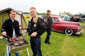 Tone Reuterdahl och Tor Killie från Norge passade på att grilla kött till middag.