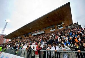 Det var ett tag sen det såg ut så här på läktarna på Behrn arena. Här matchen mot Elfsborg 2010.