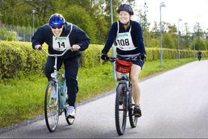 Ulf Bengtsson och Lena Nilsson närmar sig målgång på tiden 2,25 i årets Jämthjuling