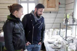 Jenny Nilsson och Aivis Bergs var på sin första konstrunda.
