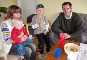 Samtal. Lennart Sacrédeus samtalar i Familjens hus med Marianne Hjort, kd-politiker i Gagnef, samt barnen Edith och Josef Bengtsson.