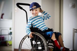 - Jag får inte gå, säger fyraårige Ville Lindström som förlorade stortån i en gräsklipparolycka för bara tre veckor sedan.